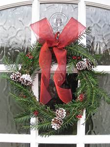 Baby, Baby, How, To, Make, An, Easy, Christmas, Wreath