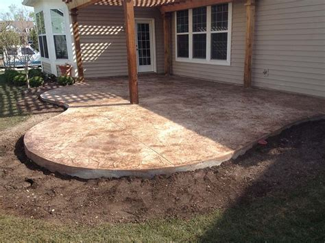 patios and pool decks in decorative concrete