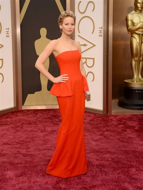 Jennifer Lawrence Jiggles Her Arm On The Oscars Red Carpet