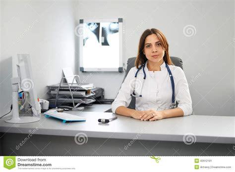 bureau de medecin portrait du bureau d 39 un docteur image stock image du
