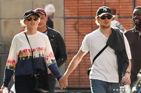 Taylor Swift and Joe Alwyn Holding Hands in Paris May 2019 ...