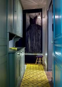 la deco interieure avec la couleur ocre en 40 photos With tapis de couloir avec armoire lit canapé pas cher