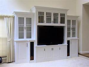 Decorating the Entertainment Corner with Built in Wall