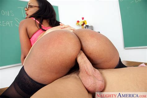 Milf Sinnamon Love Fucking In The Desk With Her Big Ass