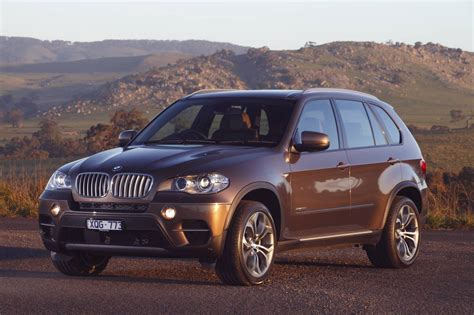 The x5 made its debut in 1999 as the e53 model. News - 2011 BMW X5 Spot the Differance