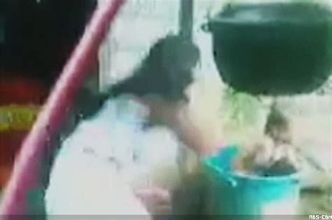 Mom Caught On Cam Beating Her 3 Yr Old Daughter Abs Cbn News