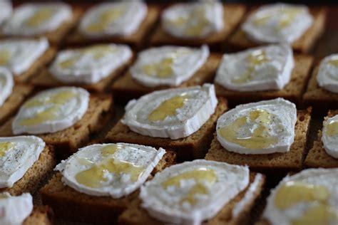 toasts d epices chevre miel les petits plaisirs de doro