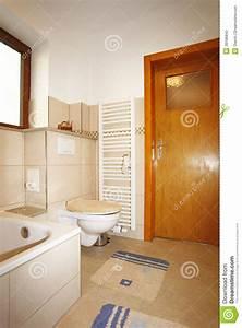 Bad Blau Preise : neues badezimmer in den beige braunen farben stockbild bild von rest restroom 38186843 ~ Yasmunasinghe.com Haus und Dekorationen