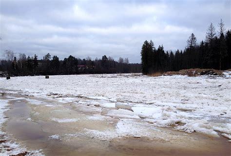 Ogres upē negaidīti izveidojies trešais ledus sastrēgums ...
