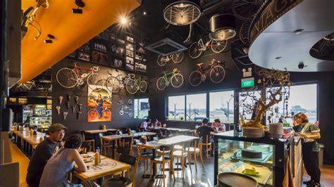 themed restaurants   fun dining experience visit