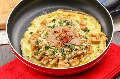 Masukkan telur, aduk hingga telur matang. Tahu Telur   Resep dari Dapur KOBE