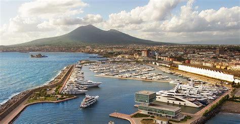 yacht charter destination naples sailmenow