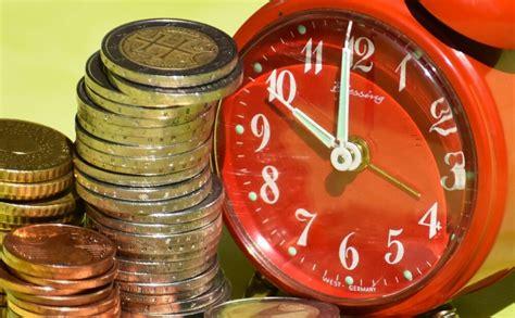 Pieaug darbaspēka vienas stundas izmaksas. Nosauc nozares, kur darbinieki izmaksā visvairāk ...