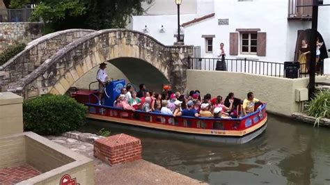 San Antonio Riverwalk Boat Ride Timings by What To Do In San Antonio Tx River Walk Cruise Boat Tour