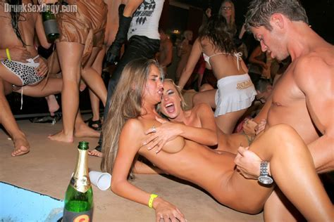 Group of girls squirting
