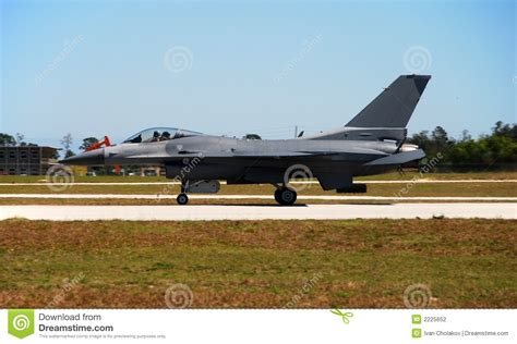 avion de chasse f 16 moderne photographie stock image 2225652