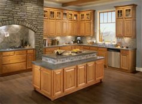 what color wood floor goes with oak cabinets 1000 images about oak cabinets on pinterest oak