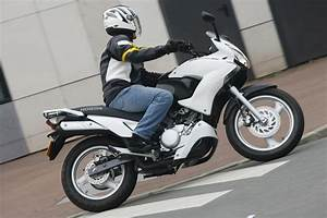 Forum 125 Varadero : essai honda varadero 125 motostation ~ Medecine-chirurgie-esthetiques.com Avis de Voitures