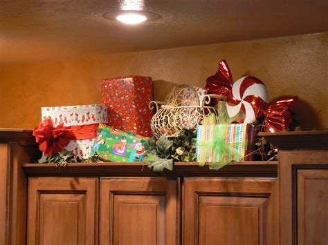 decorate  kitchen cabinets  christmas