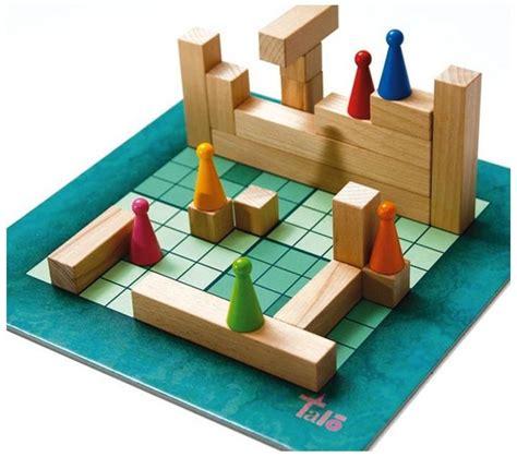 El adictivo juego de cartas matemático portátil mathable® quattro estimula y refuerza las habilidades matemáticas e incluso la risa de cada jugador. Talo joc matemàtic | Juegos de mesa, Juegos de matemáticas, Juegos