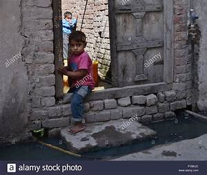Lahore, Pakistan. 25th Apr, 2016. Pakistani children ...