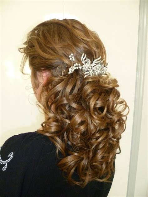 curled school prom formal graduation hair style and