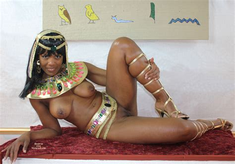 Sexy Nude Egyptian Queen Nefertiti Quality Pic