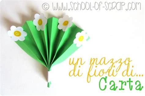 costruire fiori di carta per bambini lavoretti come fare fiori di carta con quadrati colorati