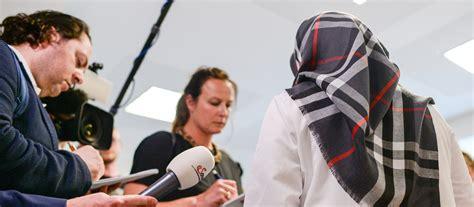 Das land berlin war gegen dieses urteil in revision gegangen, die nun in erfurt abgewiesen wurde. Berlin: Gericht weist Kopftuch-Klage einer Lehrerin ab ...