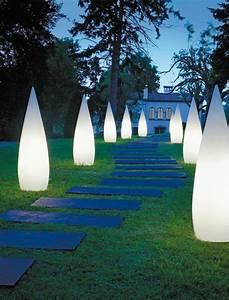 lampadaire de jardin 50 modeles pour votre exterieur With eclairage allee de jardin 17 lampadaire exterieur design eclairage exterieur