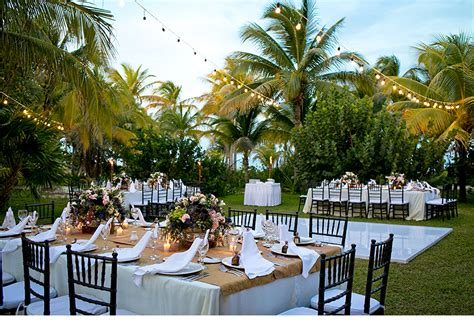 top tips  tropical wedding guests