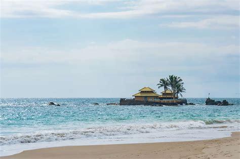 Beautiful Hikkaduwa Beach Wowtovisit
