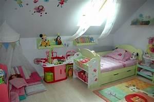 Chambre Fille 4 Ans : idee chambre bebe 2 ans ~ Teatrodelosmanantiales.com Idées de Décoration