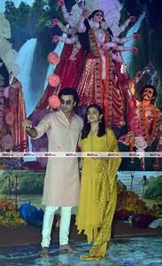 rani mukerjee celebrates durga puja with a big smile on ...