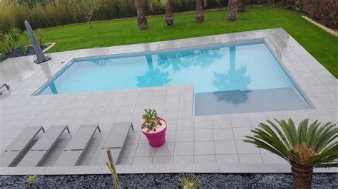 fourniture cuisine carrelage sur terrasse et entourage de piscine