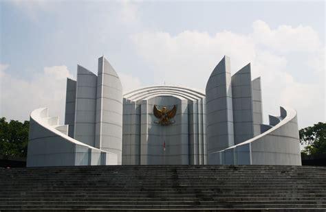 patung monumen bersejarah  indonesia wisatalahcom