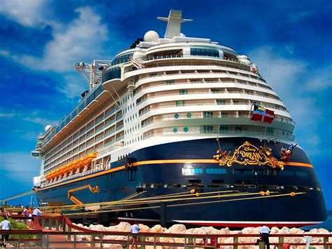 Biggest Boat In The World List by The 11 Biggest Cruise Ships In The World Business Insider