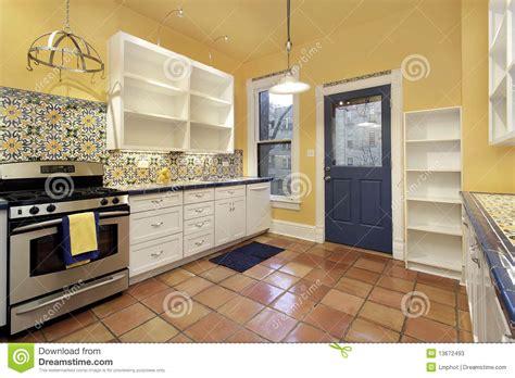 cuisine terre cuite cuisine avec le carrelage de terre cuite image stock