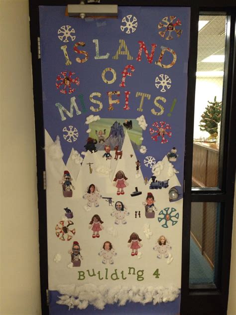 island  misfits christmas door decoration contest