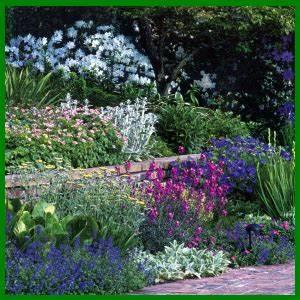 Schöne Gärten Anlegen : beet am hang auf verschiedenen ebenen anlegen garten pinterest g rten gartenideen und ~ Markanthonyermac.com Haus und Dekorationen