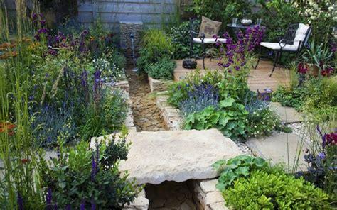 Garten Neu Gestalten Ohne Rasen kleiner garten mit terrasse und rasen nowaday garden