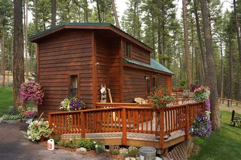 Pin by Kim Hernandez on Tiny Houses | Cabins and cottages ...