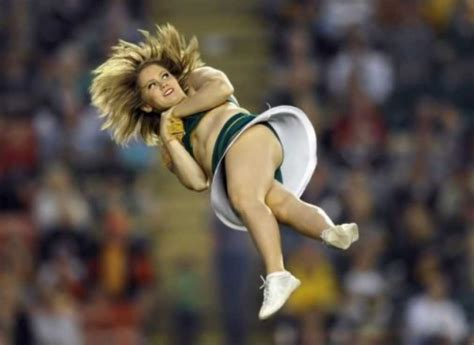 46 Perfectly Timed Sports Photos - ScreenHumor