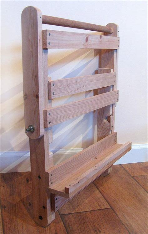 upcycled pallet easel art  pallets