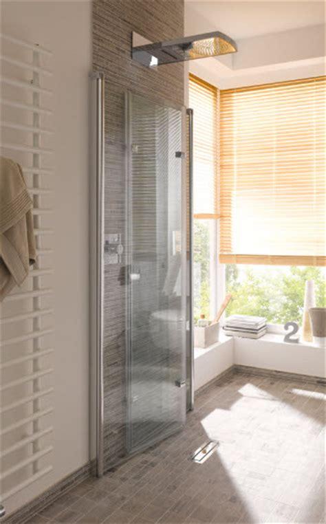 wegklapbare douchecabine voor meer ruimte in de badkamer