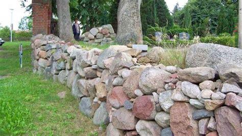 gartenmauer ohne fundament trockenmauer bauen bauanleitung und worauf es ankommt