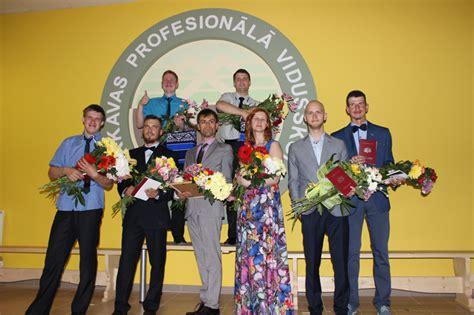 Apsveicam Barkavas skolas absolventus! - Latvijas Nedzirdīgo savienība