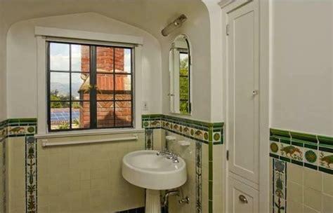 Real Estate Report: In Praise of Vintage Tile Bathrooms
