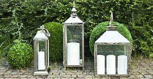 Grande Lanterne Exterieur : dalani lanterne grandi illuminare il giardino di colori ~ Teatrodelosmanantiales.com Idées de Décoration