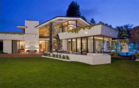 bathroom design idea modernist showcased by imposing brody house in los